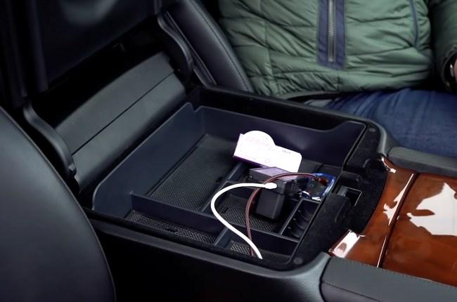 Cadillac Escalade подлокотник