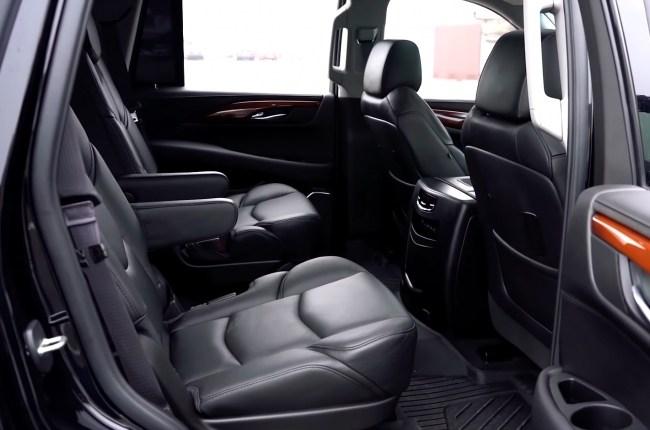Cadillac Escalade второй ряд сидений