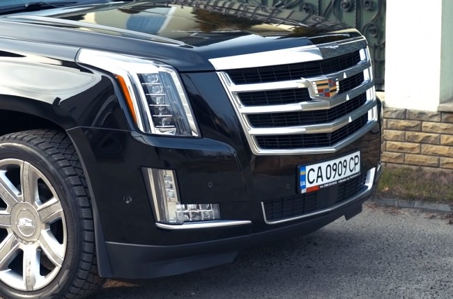 Cadillac Escalade бампер и решетка радиатора