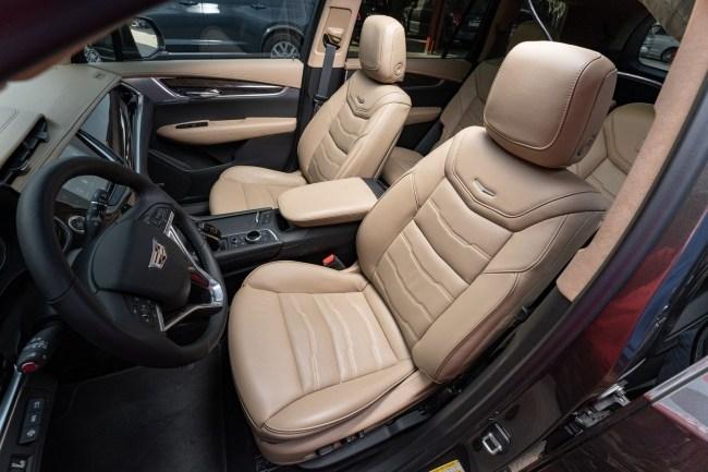 Раз, два, три – лампочка, гори!. Cadillac XT6