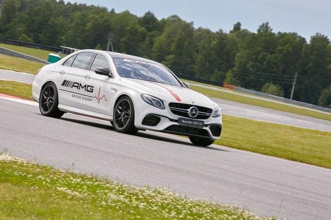 Отказаться от Феррари. Mercedes E-Class (W213)