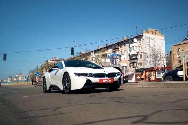 BMW i8 в городе
