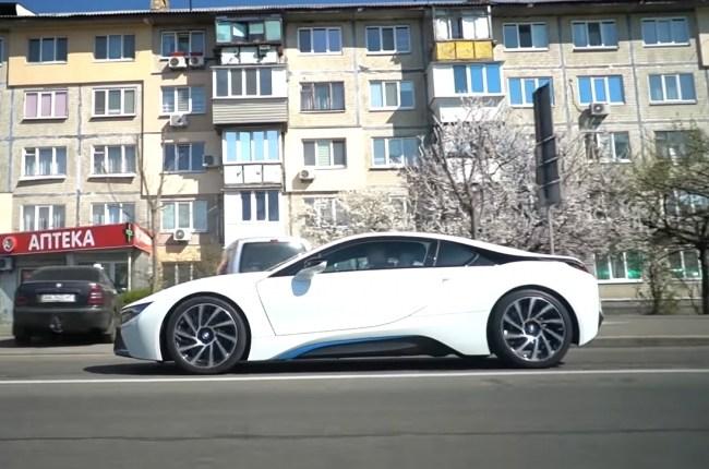 BMW i8 поведения на дороге