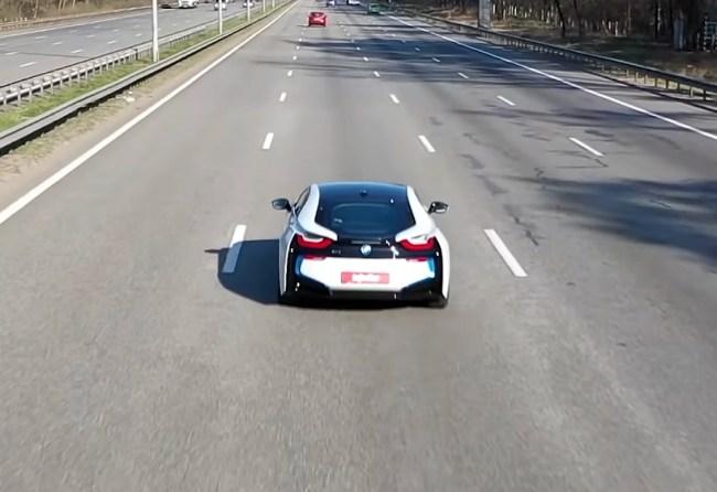 BMW i8 поведения за городом