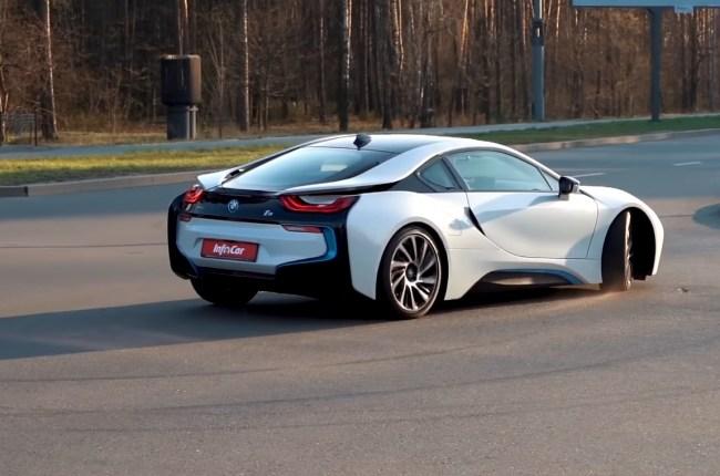 BMW i8 в развороте
