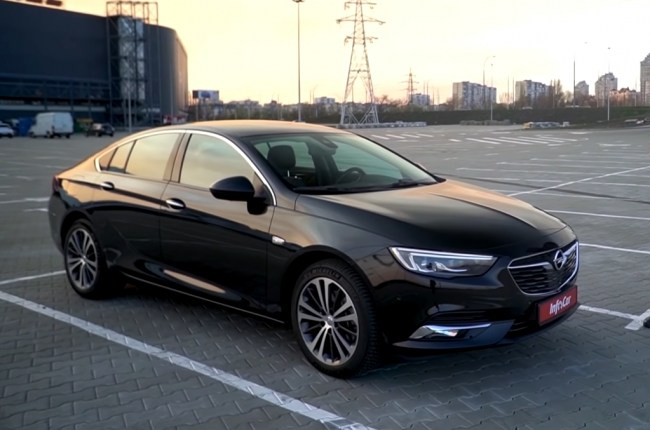 Opel Insignia: a dark horse with a bright look