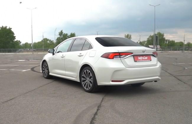 Toyota Corolla вид сзади