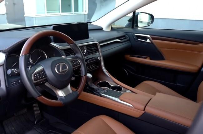 Lexus RX 450h передние сиденья