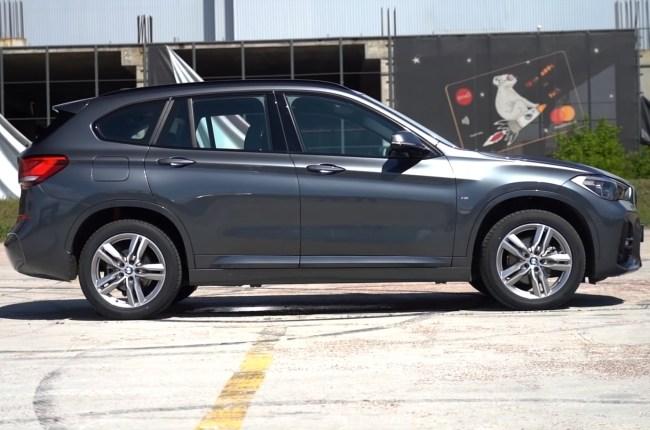 BMW X1 вид сбоку