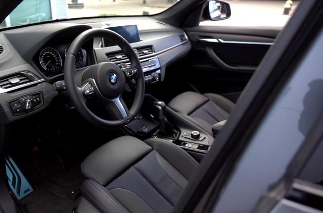 BMW X1 передние сиденья