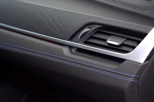 BMW X1 строчка на передней панели