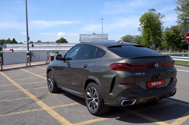 BMW X6 вид сзади