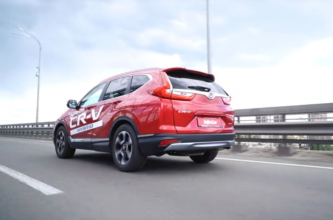 Honda CR-V Hybrid на дороге