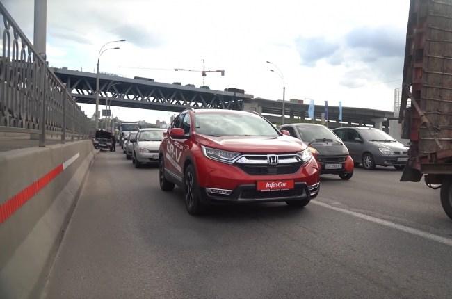 Honda CR-V Hybrid в пробке
