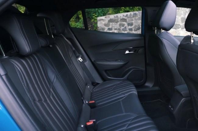 Peugeot 2008 задний ряд сидений