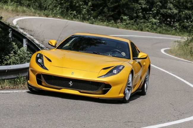 Ferrari 812 superfast. Атмосфера скорости. Ferrari 812superfast