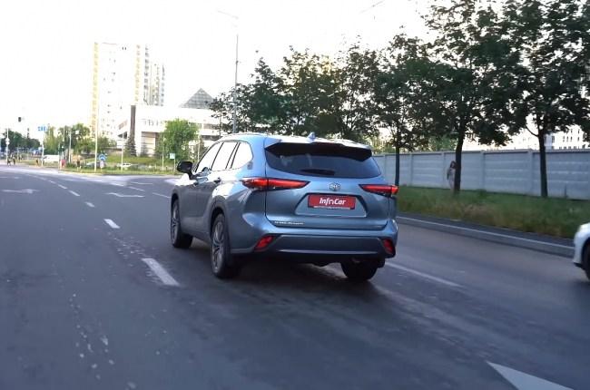 Toyota Highlander поведения на дороге