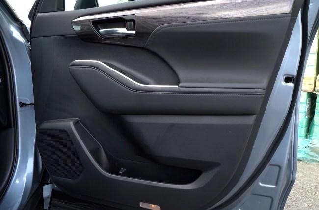 Toyota Highlander обшивка дверей