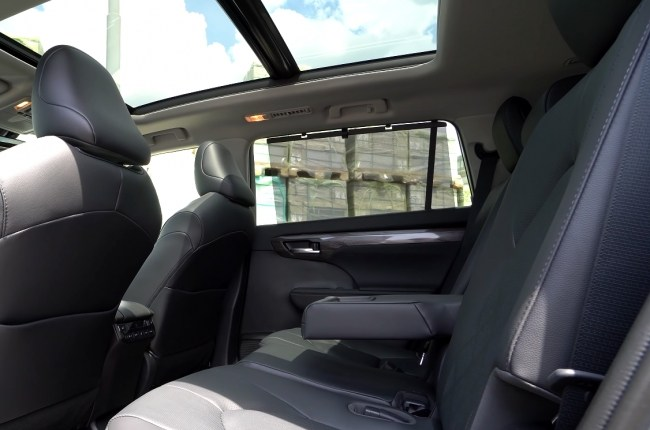 Toyota Highlander второй ряд сидений