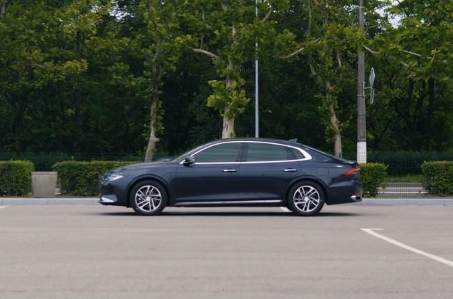 Hyundai Grandeur вид сбоку