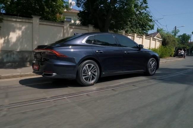 Hyundai Grandeur поведение на дороге
