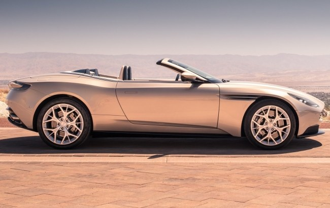 Aston Martin DB11 Volante: отличные повадки, но скучная мультимедийка. Aston Martin DB11 Volante