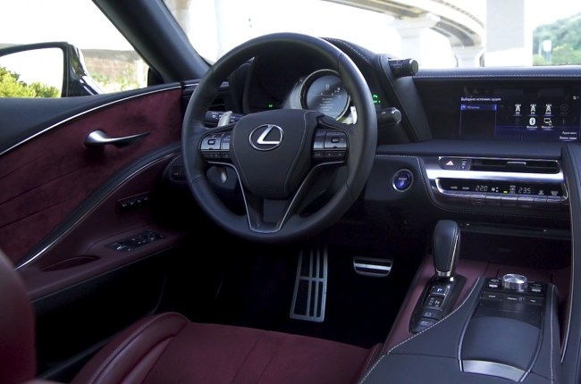 Lexus LC 500h руль и дверные карты
