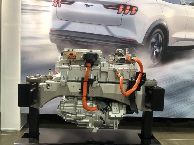 Спортивный Ford Mustang Mach-E с шестью электромоторами. Ford Mustang Mach-E