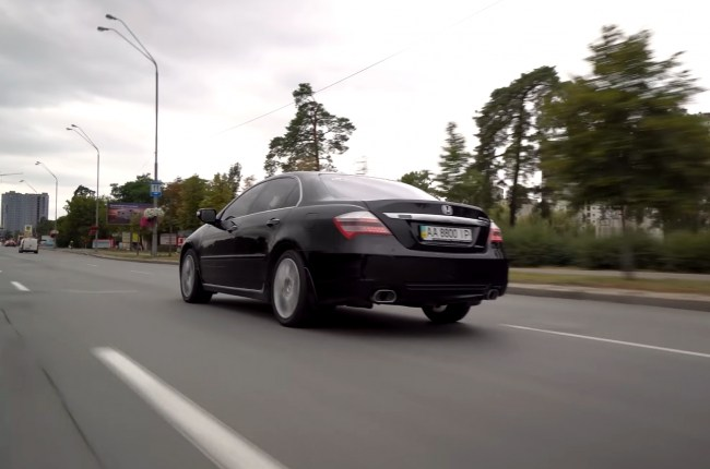 Honda Legend в городе