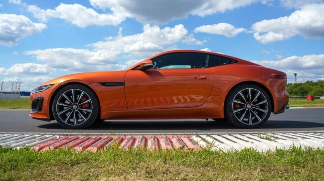 Заводной апельсин: Jaguar F-Type R. Jaguar F-Type Coupe