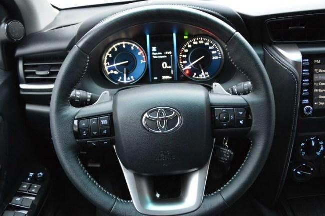 Олдскул на все деньги: Toyota Fortuner. Toyota Fortuner