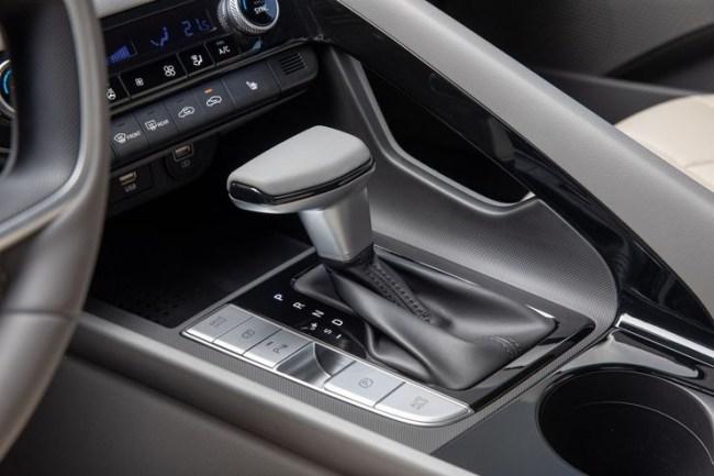 Удар по глазам: Hyundai Elantra. Hyundai Elantra