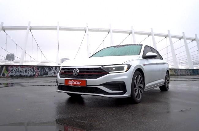 Volkswagen Jetta GLI вид спереди