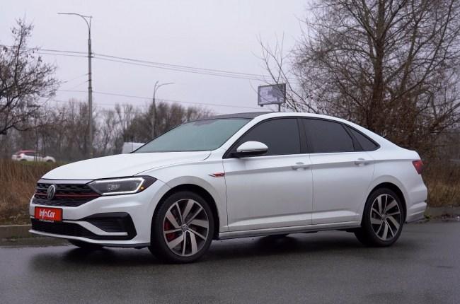 Volkswagen Jetta GLI вид сбоку