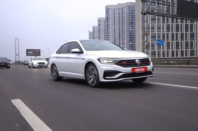 Volkswagen Jetta GLI в городе