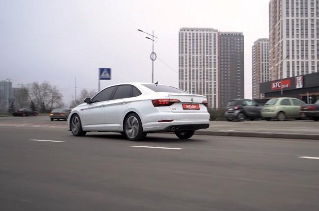 Volkswagen Jetta GLI поведения на дороге