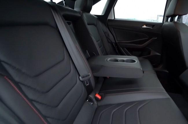 Volkswagen Jetta GLI второй ряд сидений