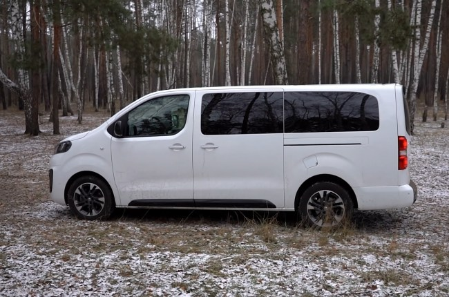 Opel Zafira Life вид сбоку
