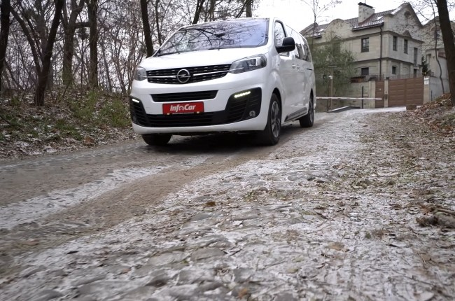 Opel Zafira Life езда по брусчатке