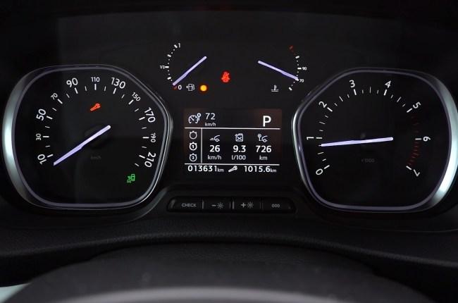 Opel Zafira Life панель приборов