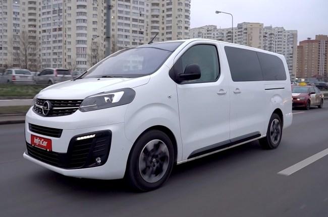 Opel Zafira Life поведения на дороге