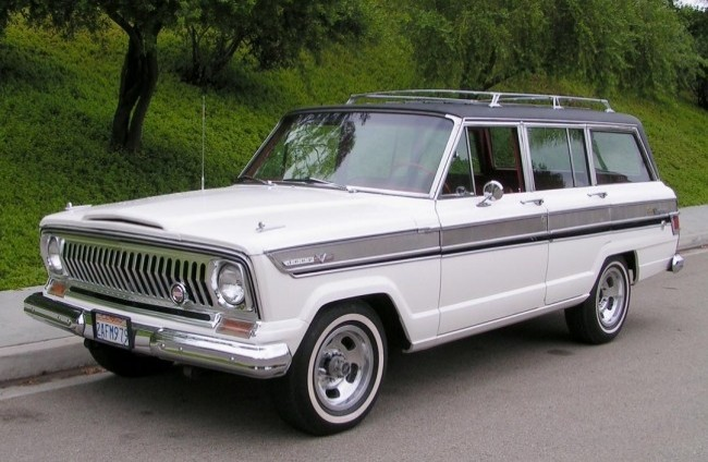 Jeep Super Wagoneer, 1966 год