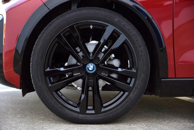 Думаем о тёплых странах в озорном электрокаре BMW i3s. BMW i3s
