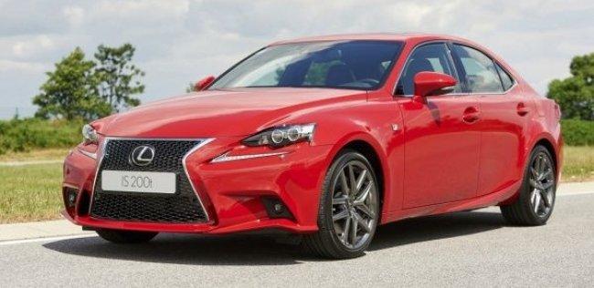 Седан Lexus IS получил турбомотор