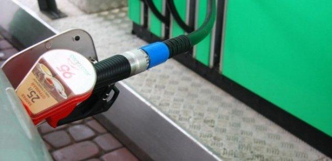 Стоимость топлива на украинских АЗС устремилась вниз