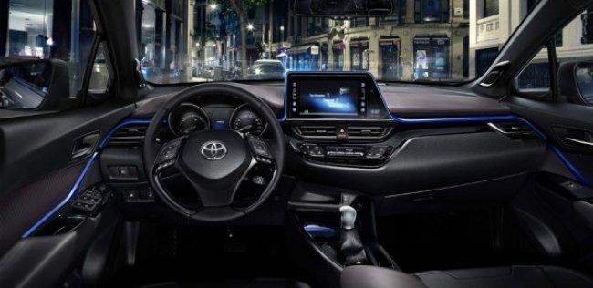 «Тойота» показала интерьер конкурента Nissan Juke