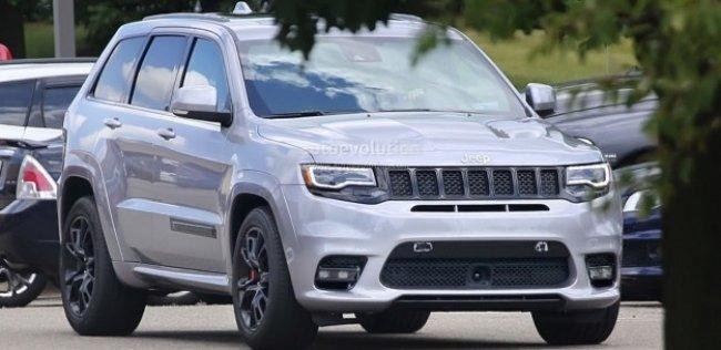 Шпионы сфотографировали 700-сильный Jeep Grand Cherokee