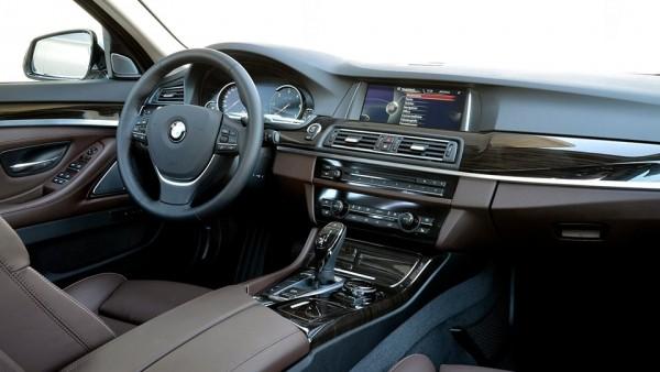 Интерьер новой «пятерки» BMW сфотографировали без камуфляжа