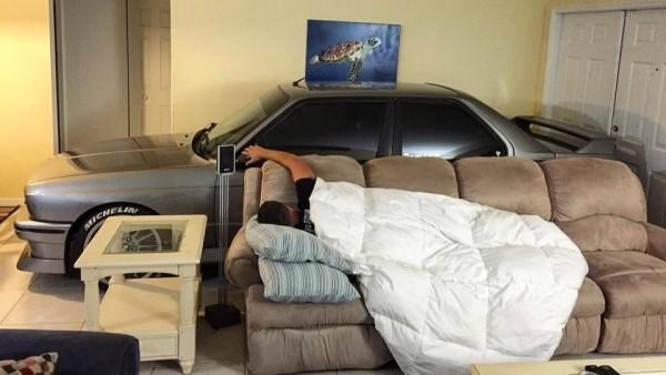 Американец укрыл BMW M3 от урагана «Мэтью» у себя дома