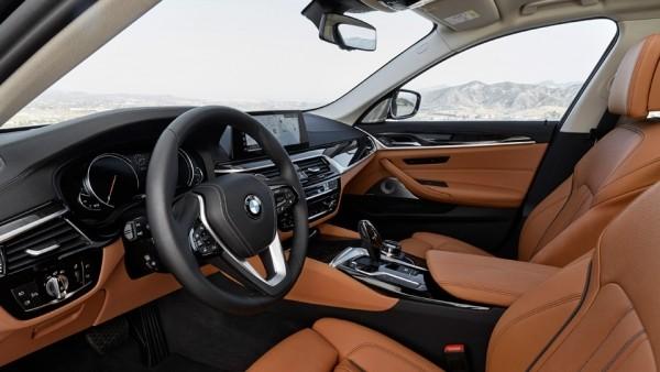 Новая «пятерка» BMW научилась слушаться жестов и парковаться без водителя